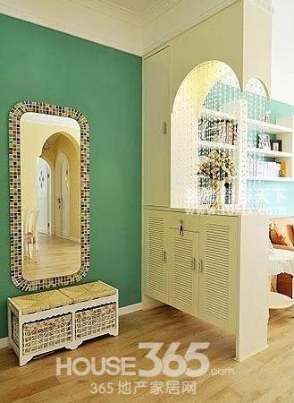 玄关设计效果图:美式的收纳木柜,只要摆在门口就非常有风情,里面