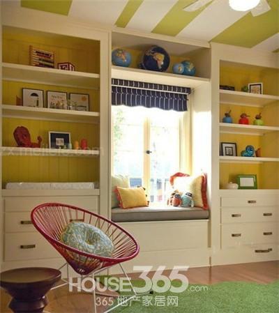 飘窗装修效果图:配色的房间,花朵和绿叶,沉着冷静的飘窗权衡了