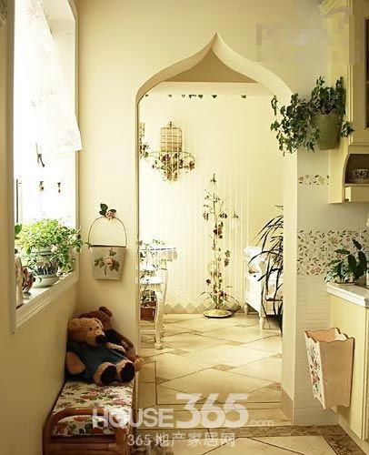 韩式家居装修效果图:卧室,同样是清新的田园风格,衣柜沿着墙壁