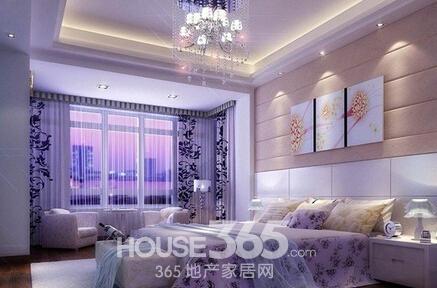卧室装修效果图:淡紫色的墙面搭配着