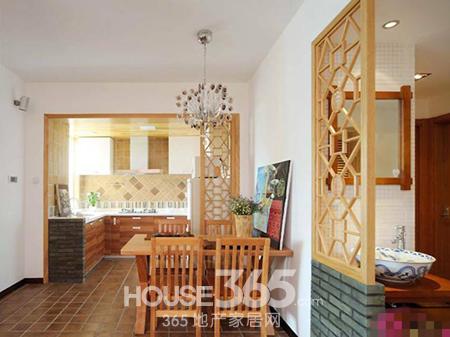 家装隔断效果图:直接用玻璃门做厨房与餐厅的