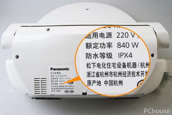 一款合格的智能马桶盖必须具有中文信息和中文说明书、接地符号、防水等级等标志和说明信息,防水保护程度/防水等级的IP代码至少达到防溅型(IPX4),才能有效防止防止有水溅出造成电器短路火烧、漏电等安全事故。   产品推荐:洁乐松下电子坐便盖DL-F530CWS